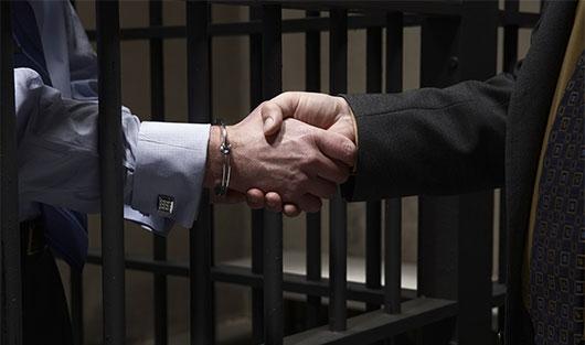 время имеет ли свидетель право на оказание ему юридической помощи адвокатом Серанис